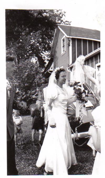 A beautiful bride,Mom